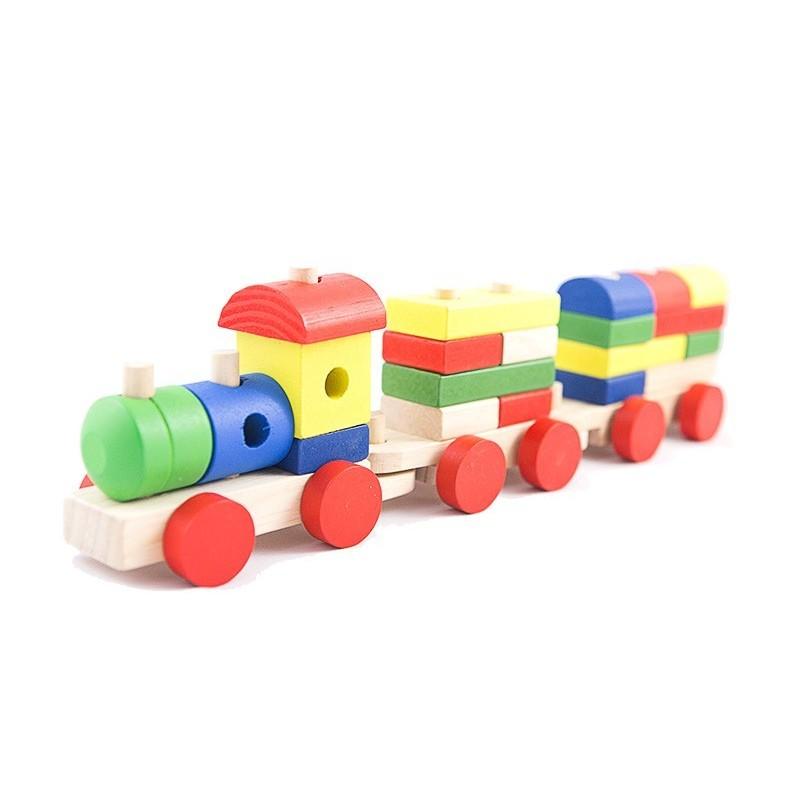 Duży drewniany pociąg